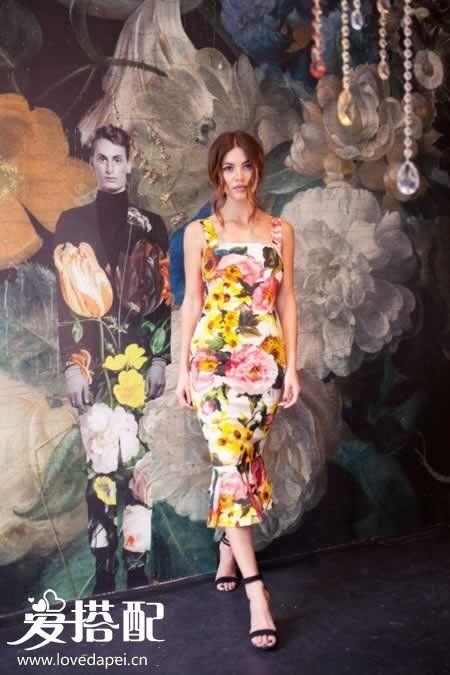 花朵连衣裙搭配