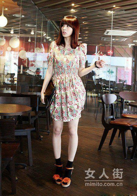 简洁大方连衣裙 四月天穿不腻